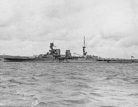 Tầu tuần dương lớp Renown của Anh, loại được phân thành tàu tuần dương lớn - hạng nhẹ vì có súng lớn, tốc độ cao nhưng giáp mỏng