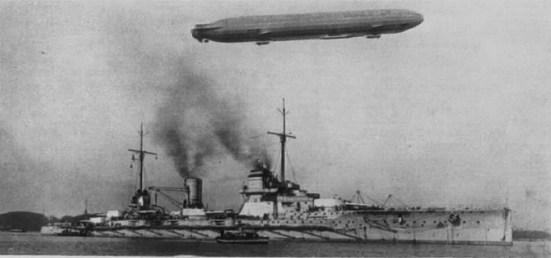 Chiếc tuần dương hạm chủ lực SMS Seydlitz của Hải quân Đức, chiếc tầu tuần dương thiết thiáp cuối cùng của Đức trước thế chiến I, nó có trọng tải 28.550 tấn nạp đầy , tốc độ tối đa 26,5 hải lý/ giờ, trang bị vũ khí chính 10 súng 280 mm (11.2 in) 12 súng 150 mm (5.9 in) 12 súng 88 mm (3.45 in)