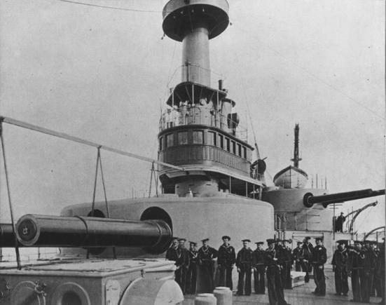 Thiết giáp hạm USS Indiana, một ví dụ về việc thiết kế khẩu đội pháo trung gian chuyển tiếp về các khẩu súng13-inch và tháp pháo 8-inch của nó.