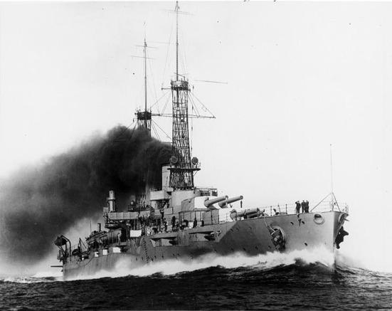 Chiếc thiết giáp hạm USS New York đang chạy với tốc độ cao nhất trong năm 1915.