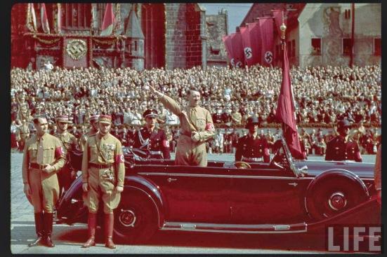 Adolf Hitler, trong một cuộc mít ting