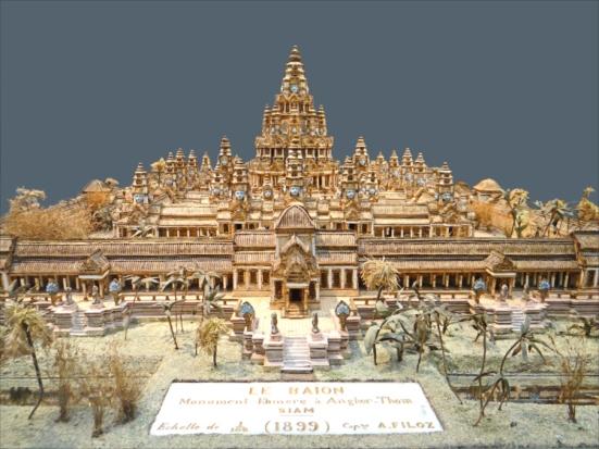 Đền Bayon nằm trong thành Angkor Thom thời hoàng kim, vào thế kỷ 12, qua nét vẽ của một họa sĩ vào năm 1899. (Wikipedia)