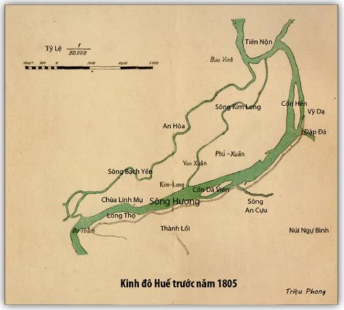 Huế trước năm 1805, sông Hương có hai sông nhánh là Bạch Yến và Kim Long, mảnh đất giữa sông Kim Long với sông Hương gọi là Vương Đảo nơi các chúa Nguyễn đặt kinh đô, cũng là nơi mà thành Huế sau này được dựng lên, nhưng có thể lệch đi chút ít. (Hình bổ túc thêm nhiều chi tiết của Triệu Phong)