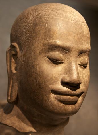 Chân dung tượng vua Jayavarman VII trưng bày ở viện bảo tàng Guimet, Paris. (Wilkipedia)