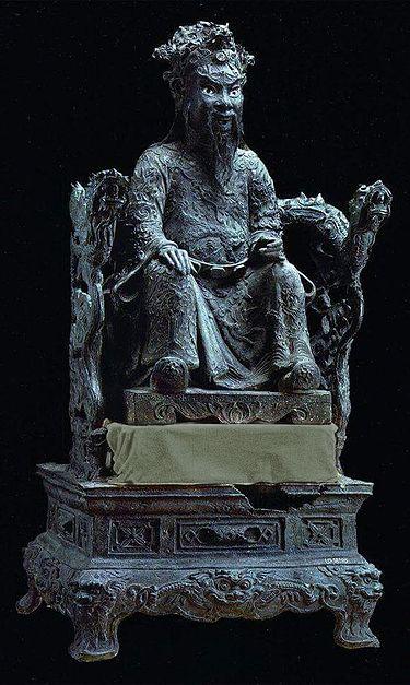 Bronze_statue_of_Lê_Thánh_Tông,_18th_-_19th_century.jpg