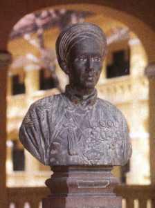 petrusky-statue.jpg
