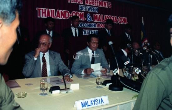 stock-photo-upacara-perjanjian-perletakkan-senjata-pkm-diantara-kerajaan-thailand-dan-malaysia-di-hat-yai-thailand-171324.jpg